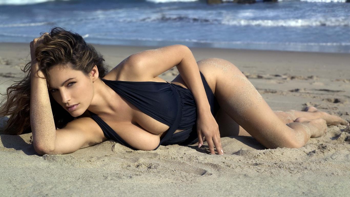 Сухмский пляж с девушками 2 фотография