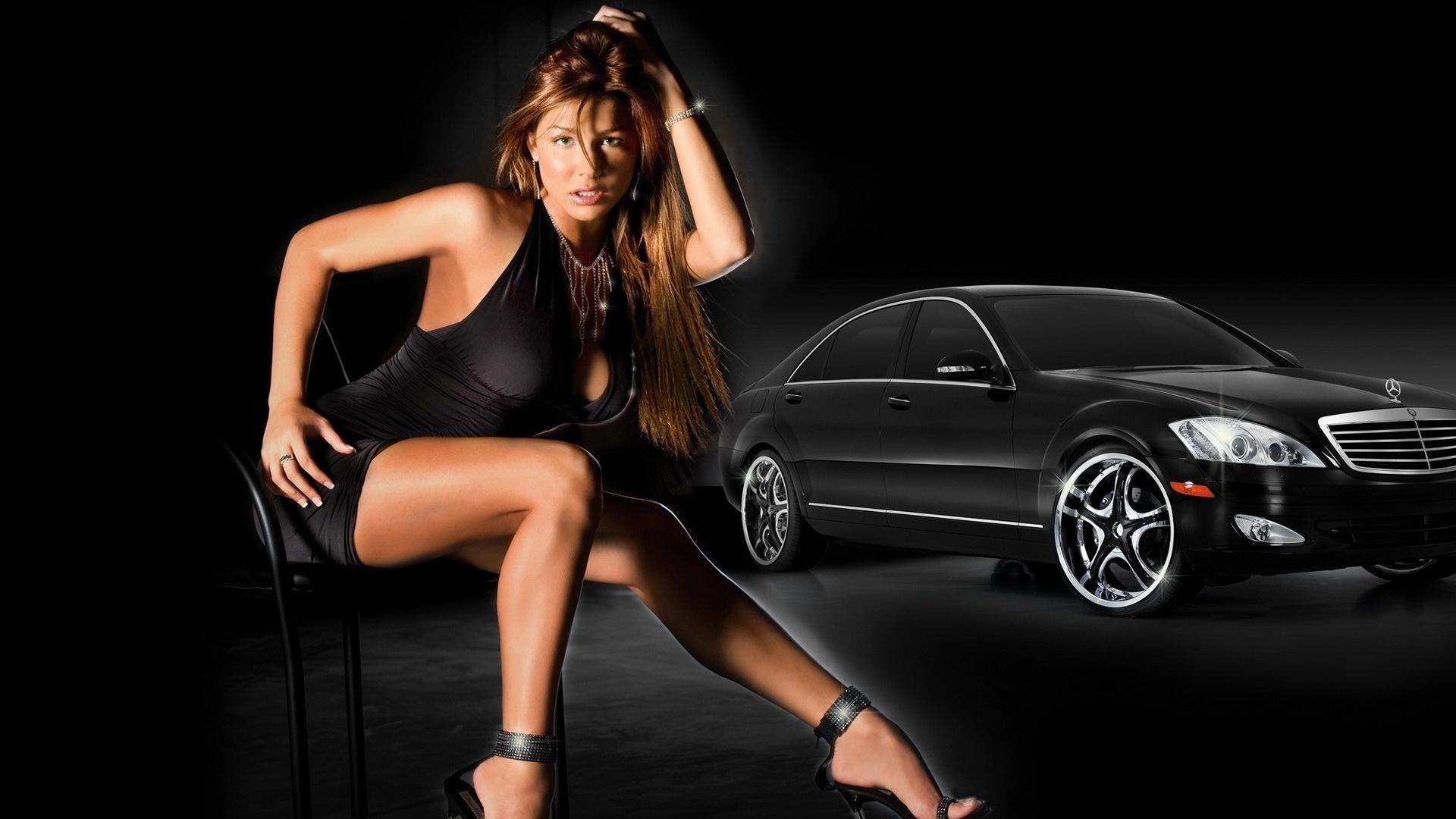 Смотреть порно с симпатичной брюнеткой в автомобиле мерседес бенс 20 фотография