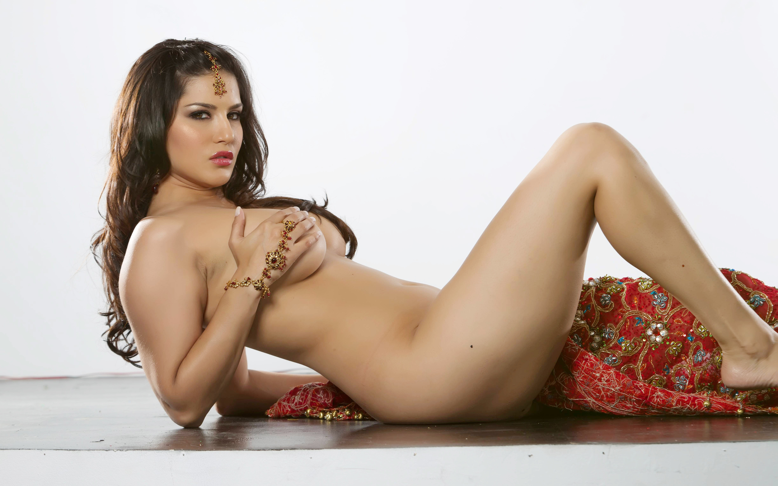 Desi hot and sexy body girl blood  sexy gallery
