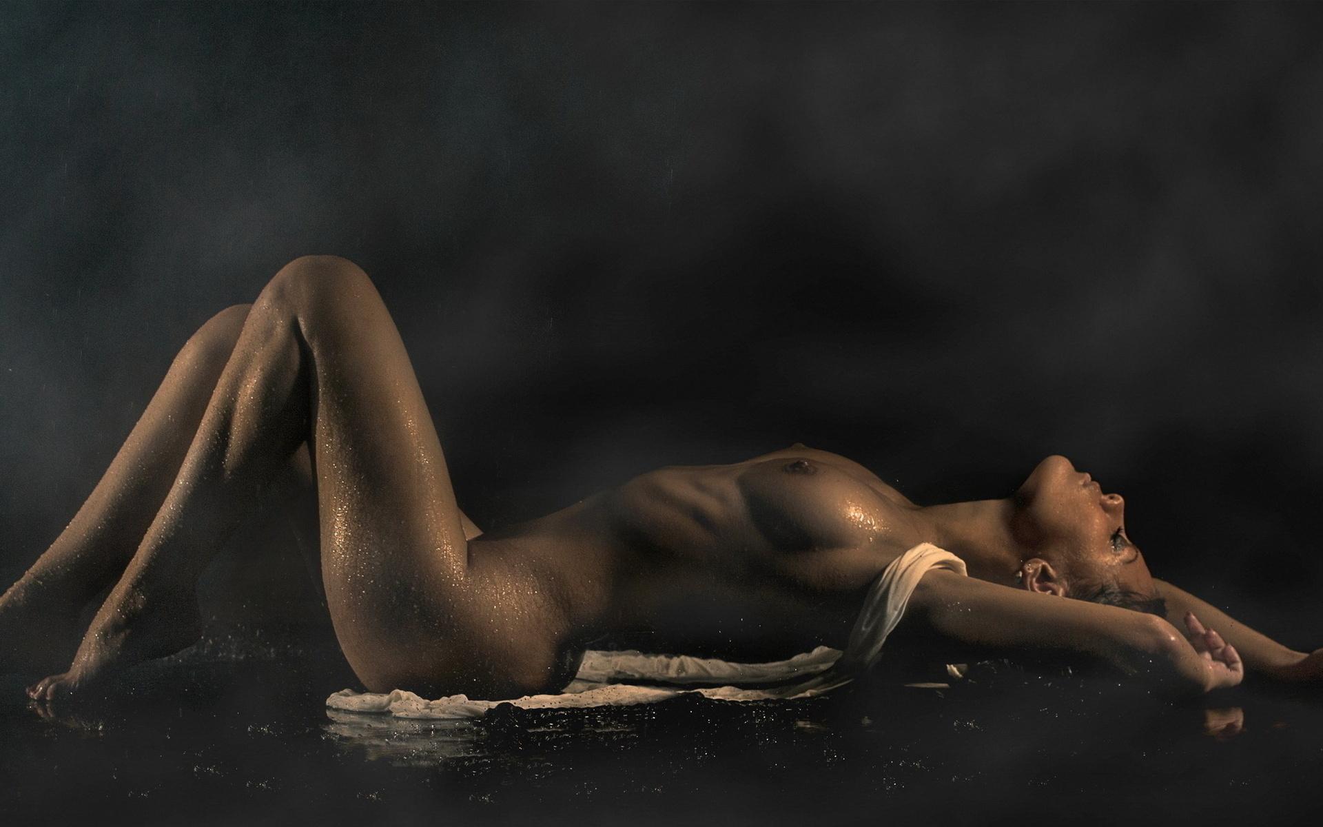 Фото мокрое обнаженное женское тело 8 фотография