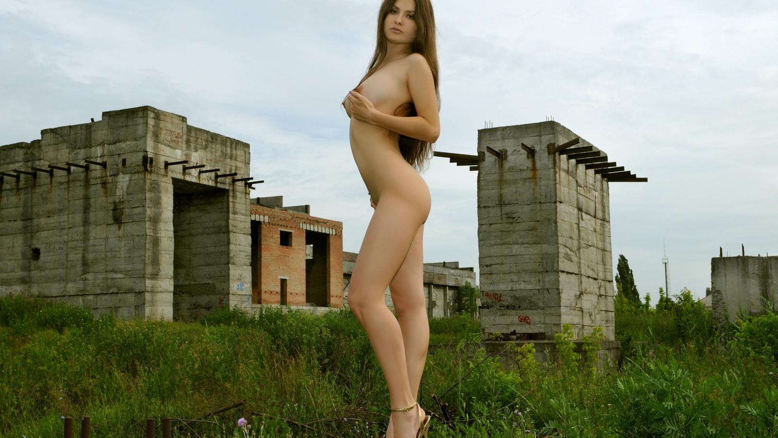 Сексуальные голые девушки с длинными ногами 18 фотография