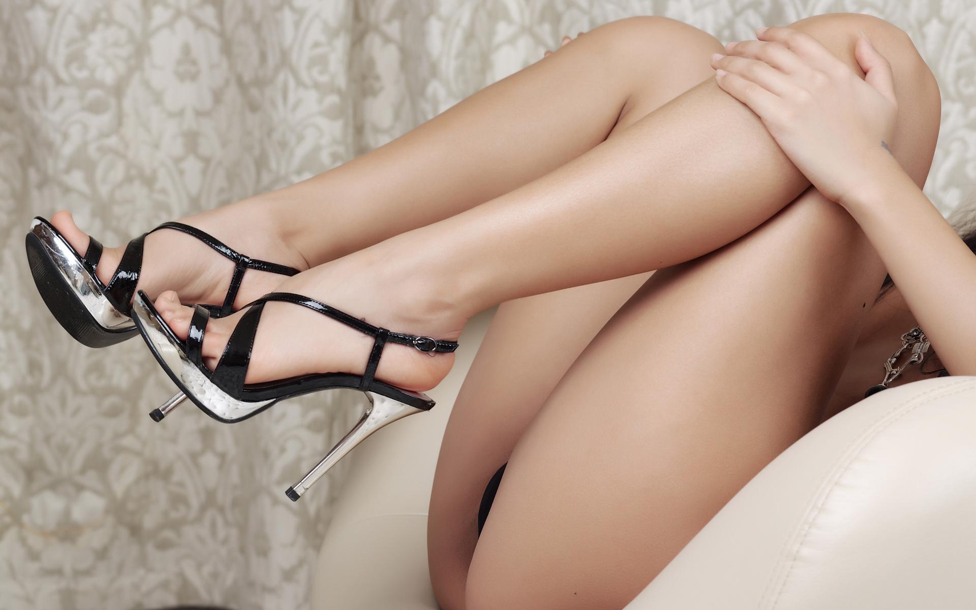 Сексуальные женские попы согнув ноги фото 23 фотография