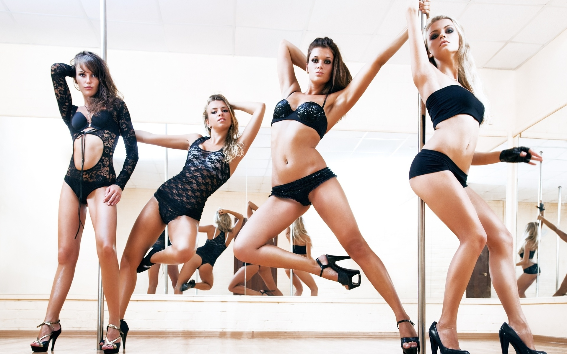 Фото стриптизёрш танцующих 25 фотография