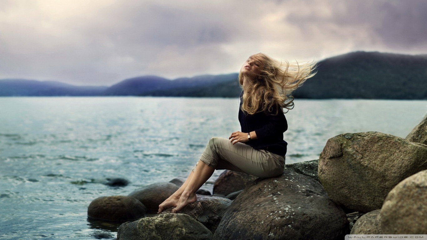 Фотография девушка на камне 14 фотография