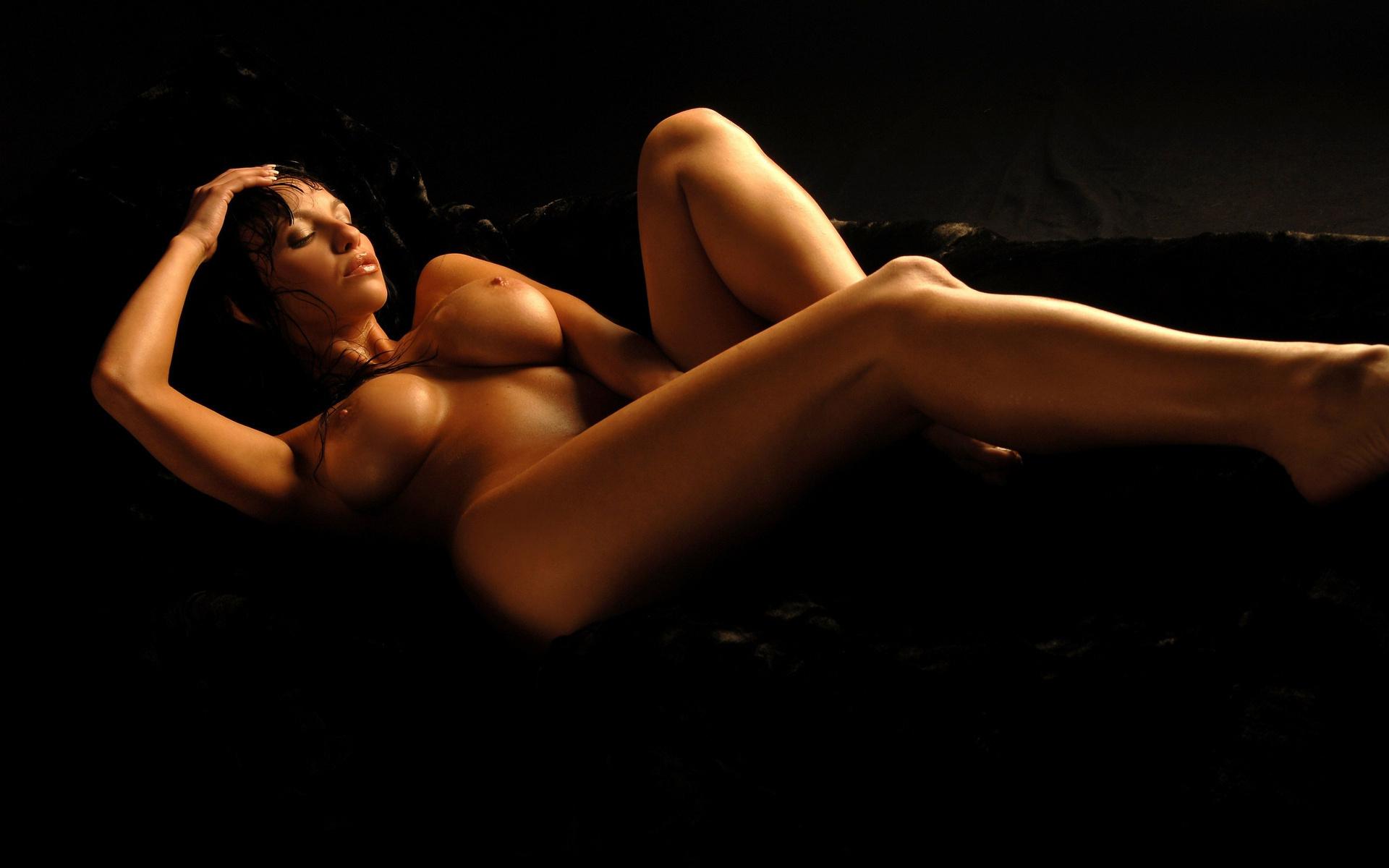 eroticheskie-oboi-v-temnote