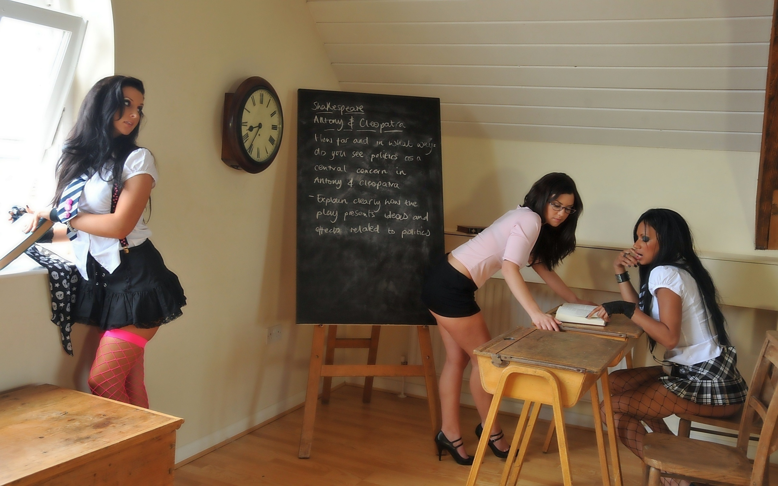 Ученицу имеют на парте русское 2 фотография