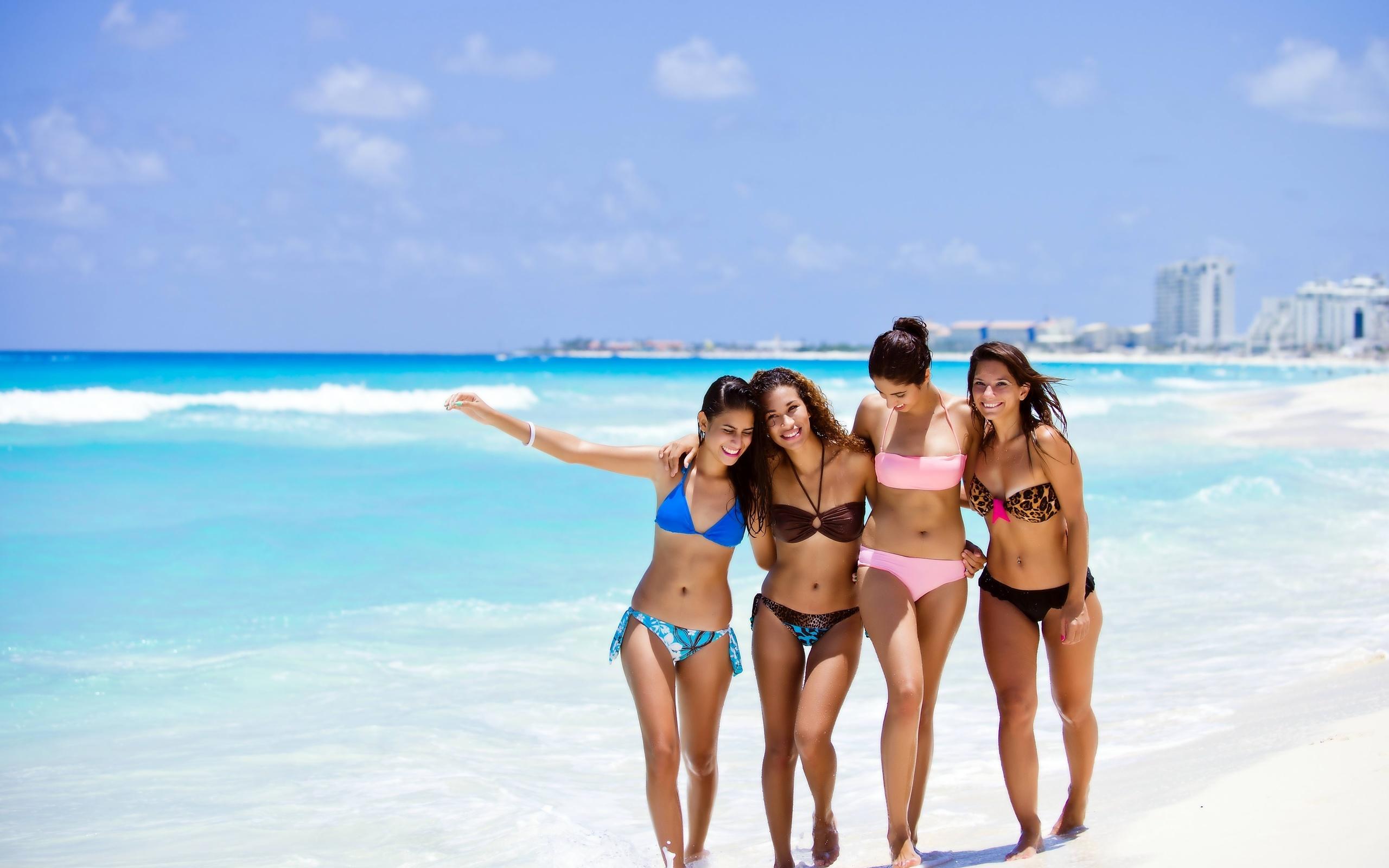 Развлечения голых девочек на курортах 2 фотография
