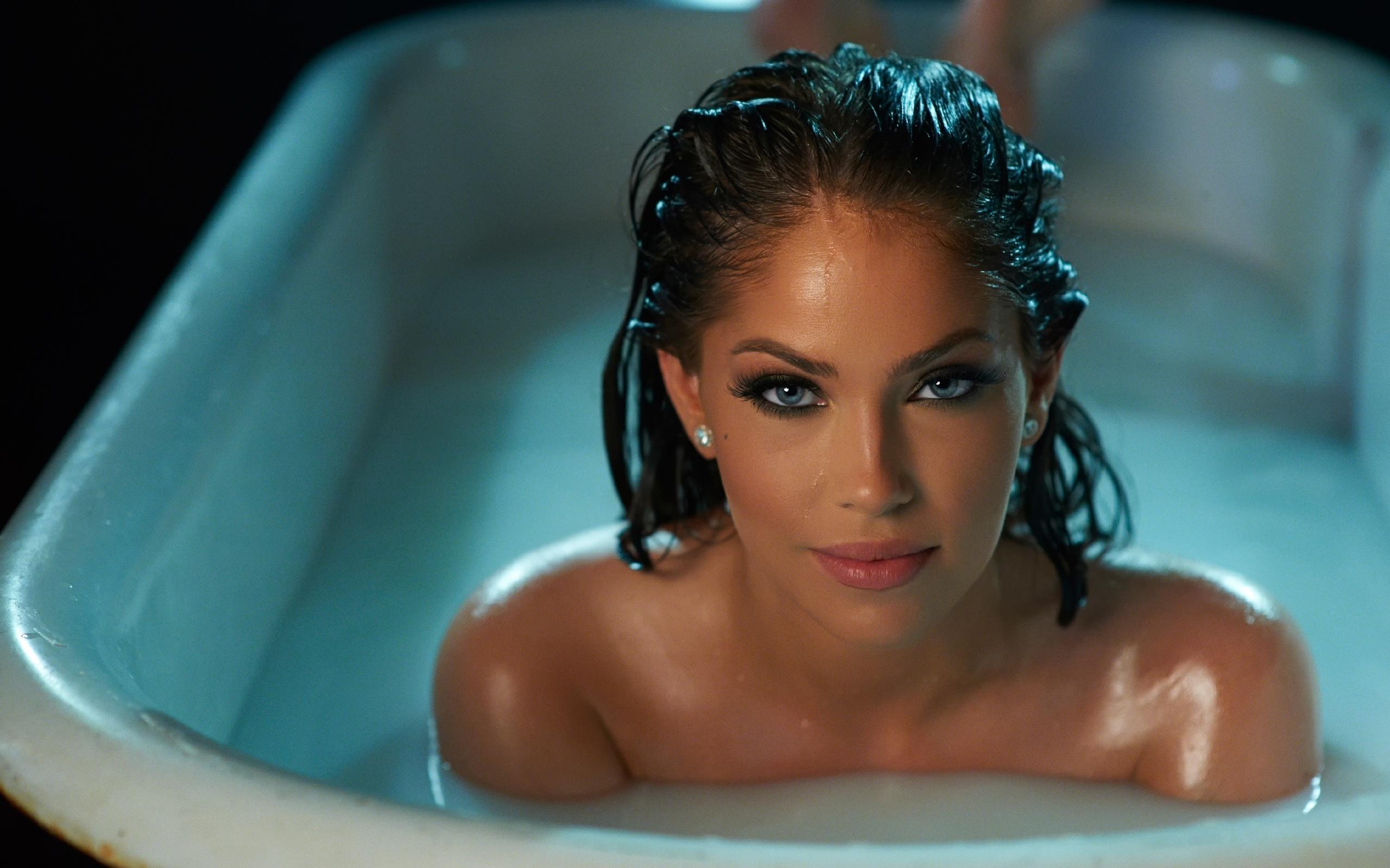 Фото девочек в ванной крупно 3 фотография