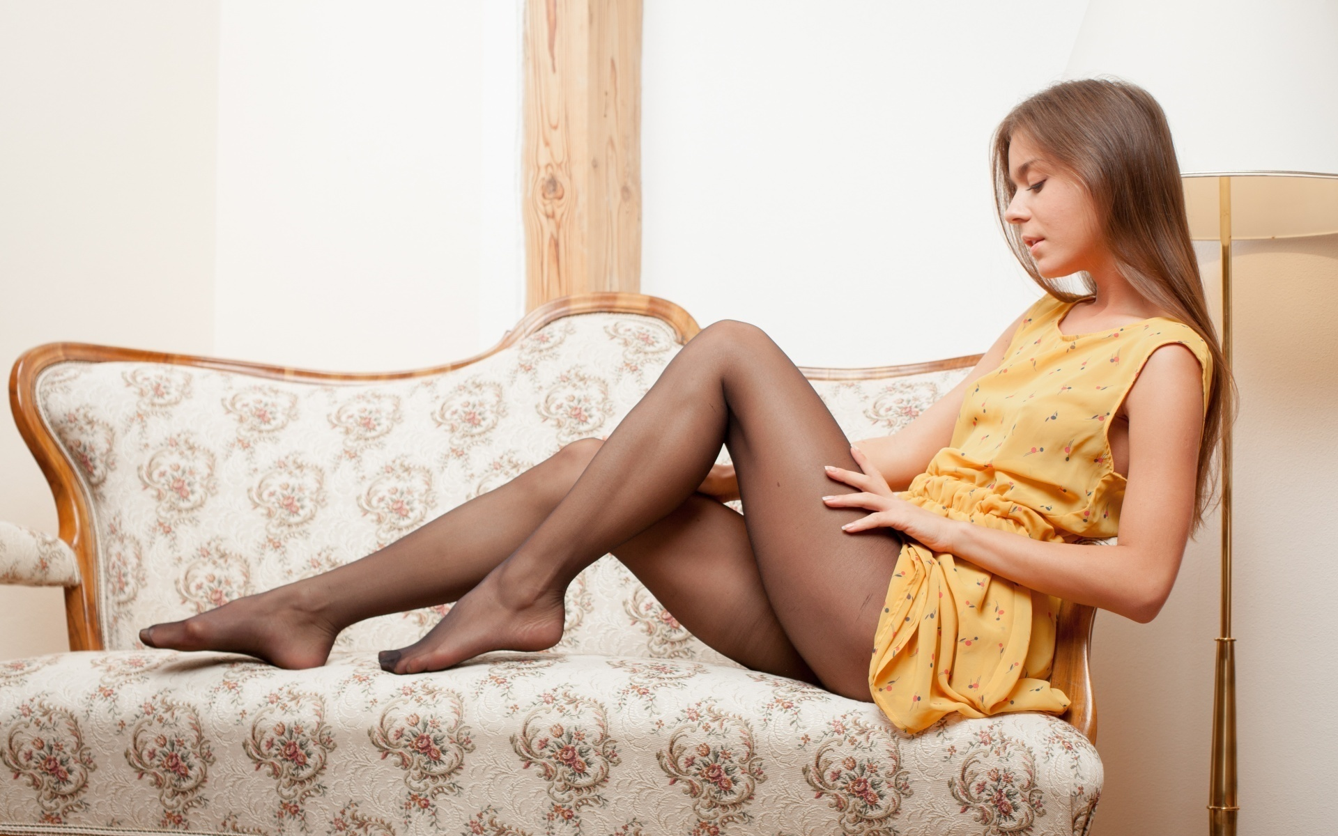 Фото и видео девушки в платьях и колготках фото 722-521