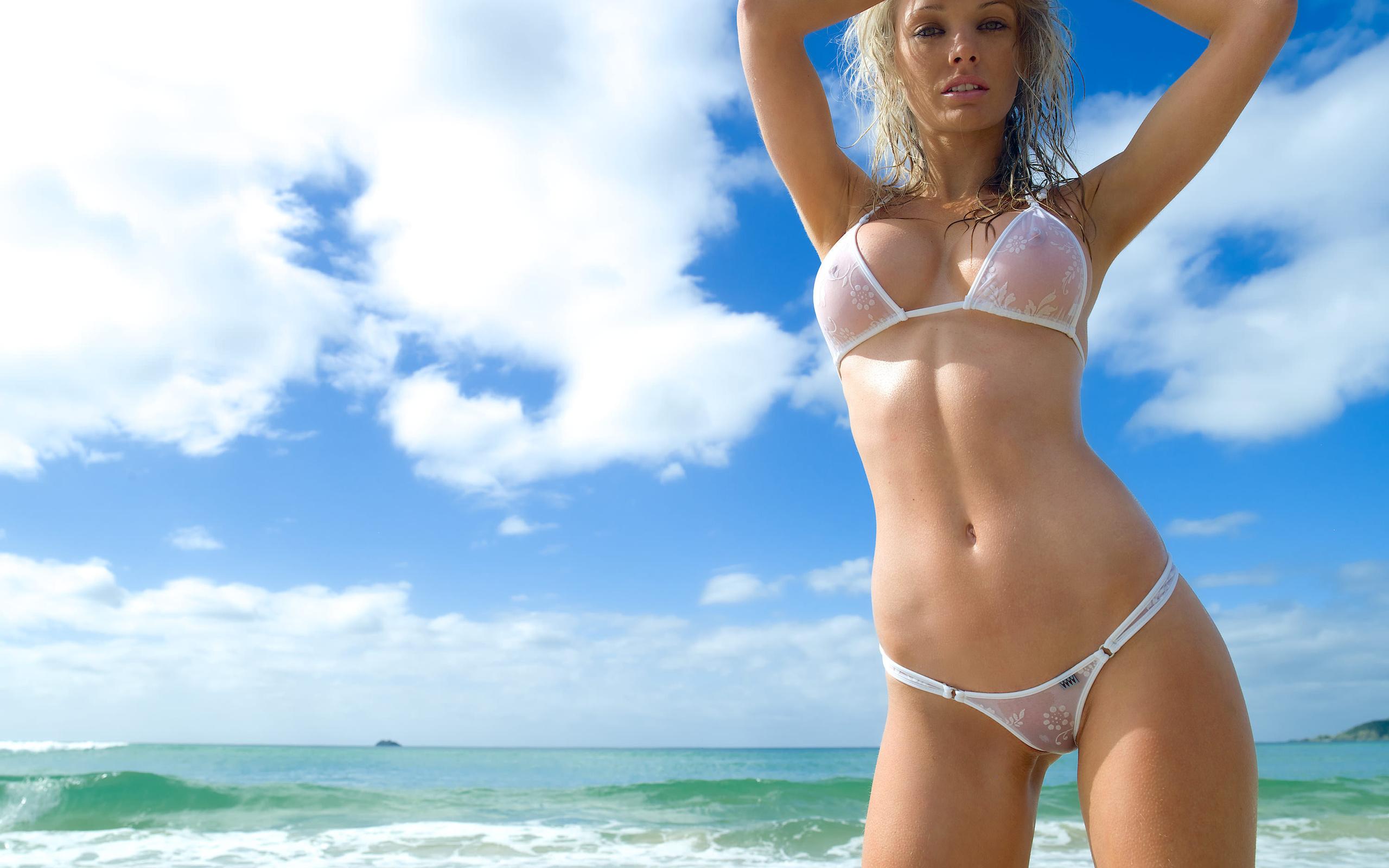 Смотреть девушки на пляже в прозрачных купальниках 22 фотография