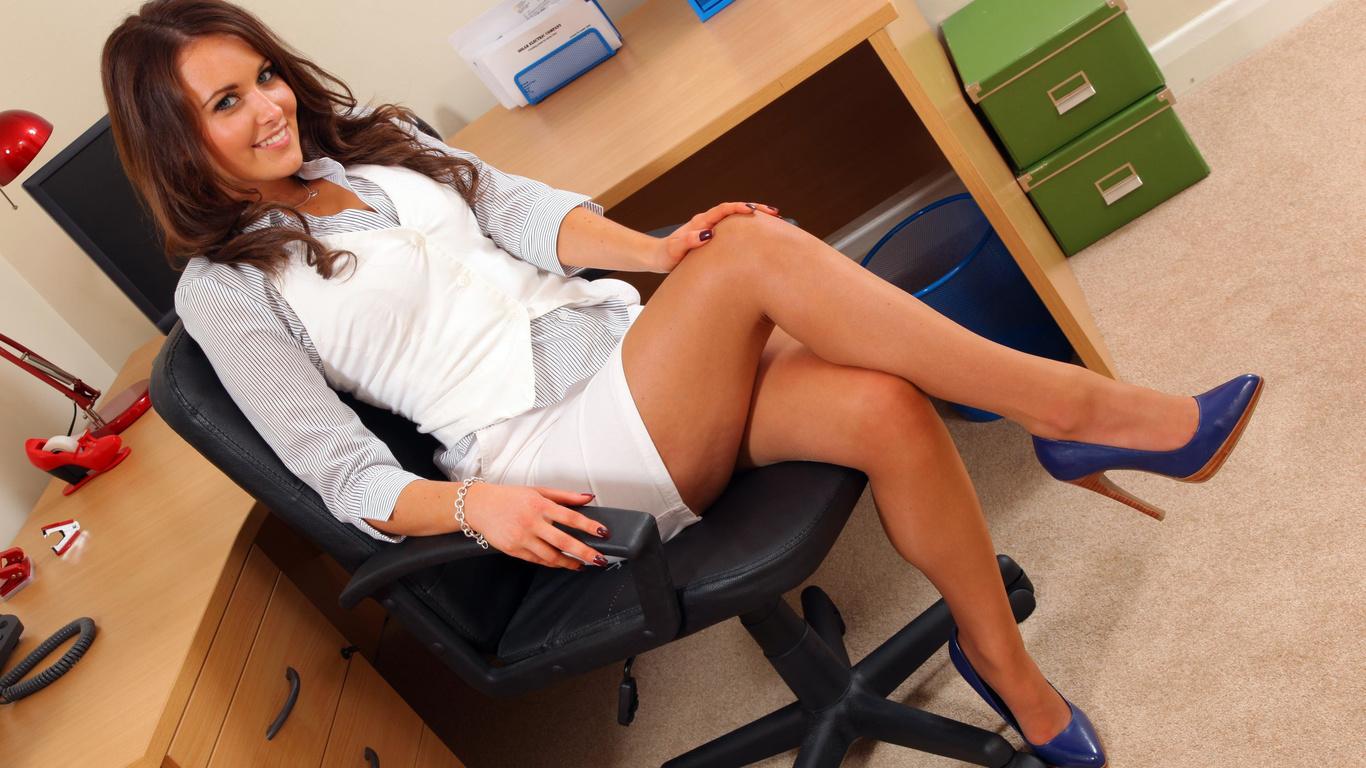 секс секретарша заводить богатого босса на работе
