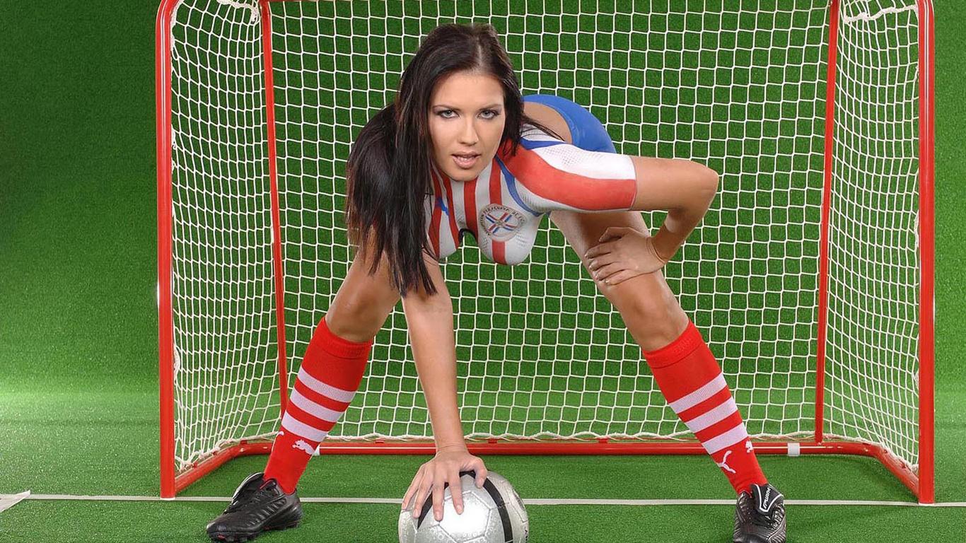 zhenskiy-goliy-futbol