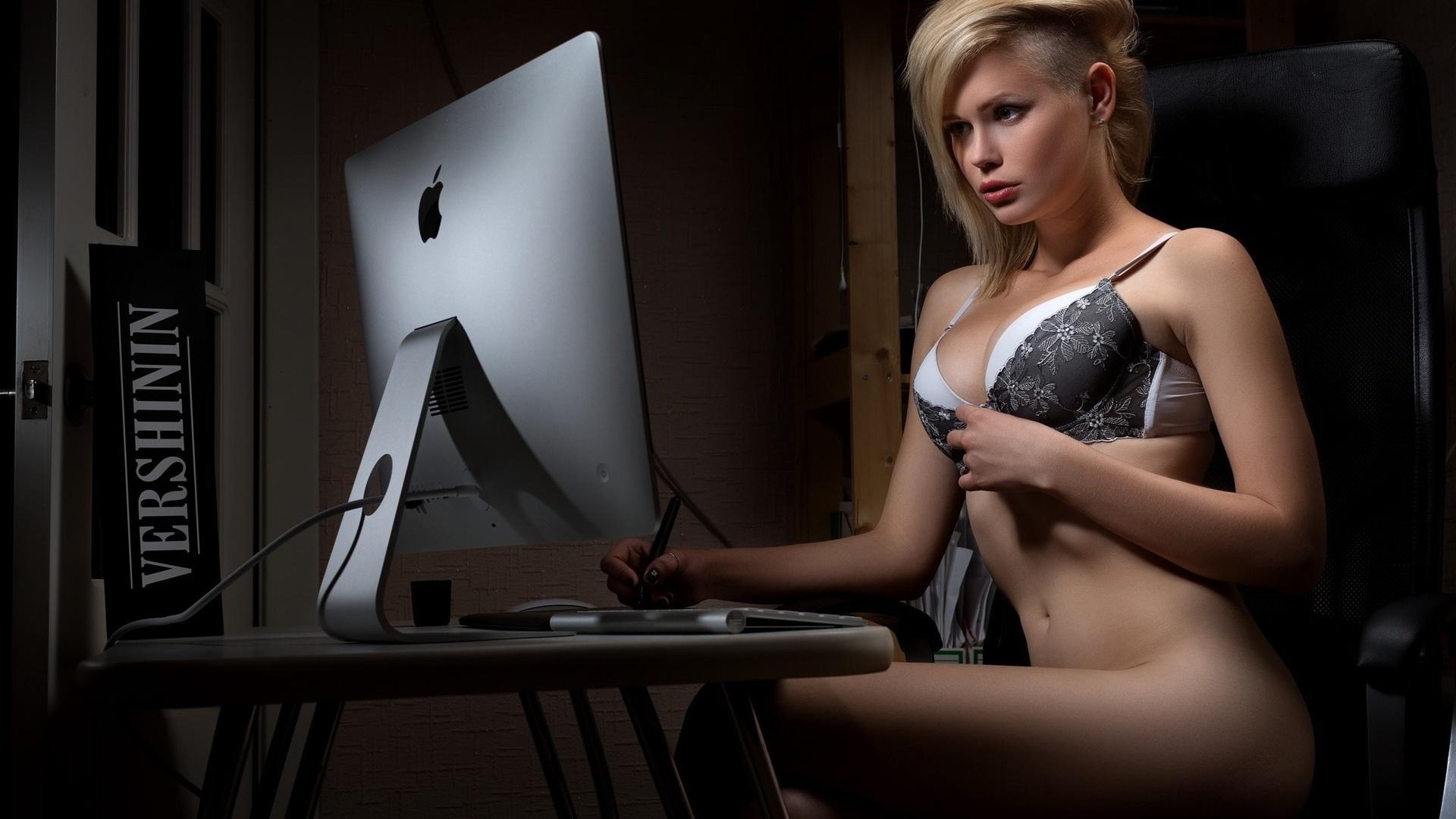 Teen Computer Nude 22