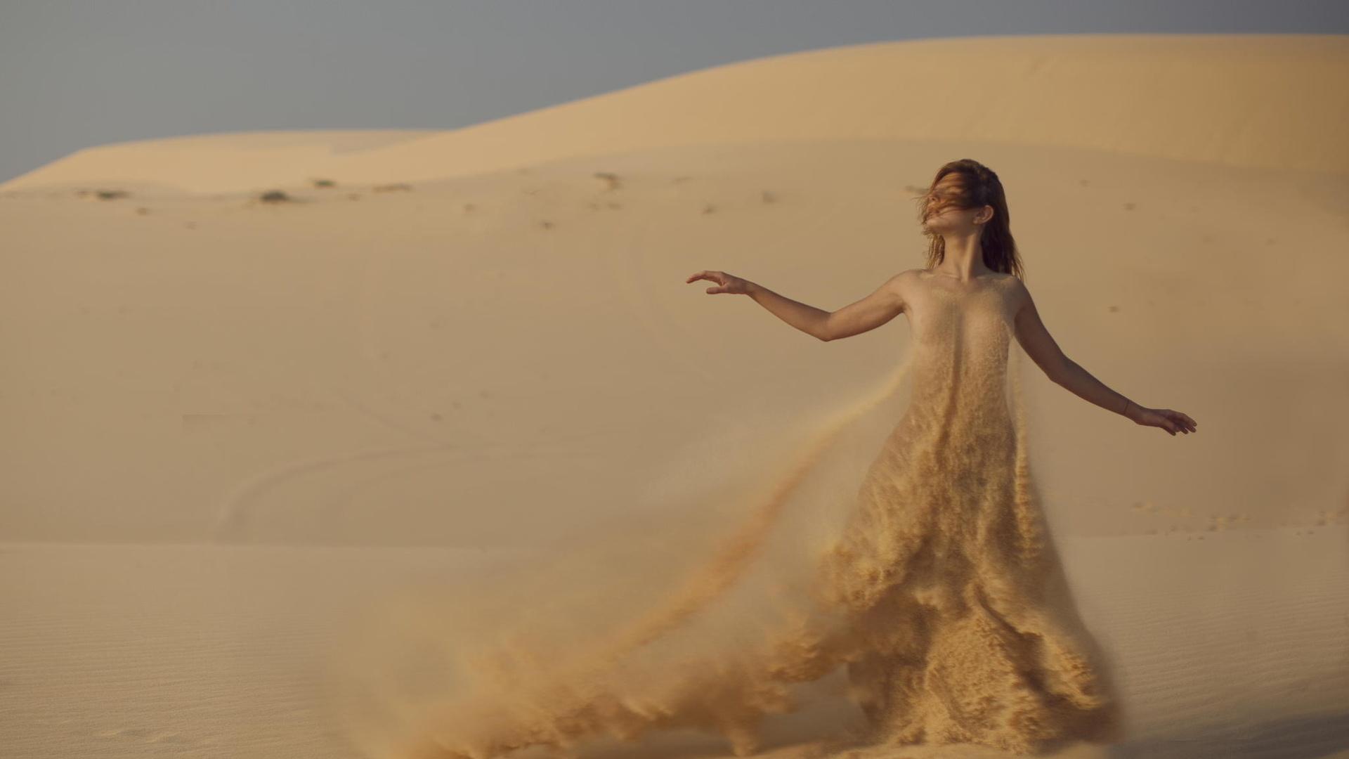 """Результат пошуку зображень за запитом """"девушка в пустыне"""""""