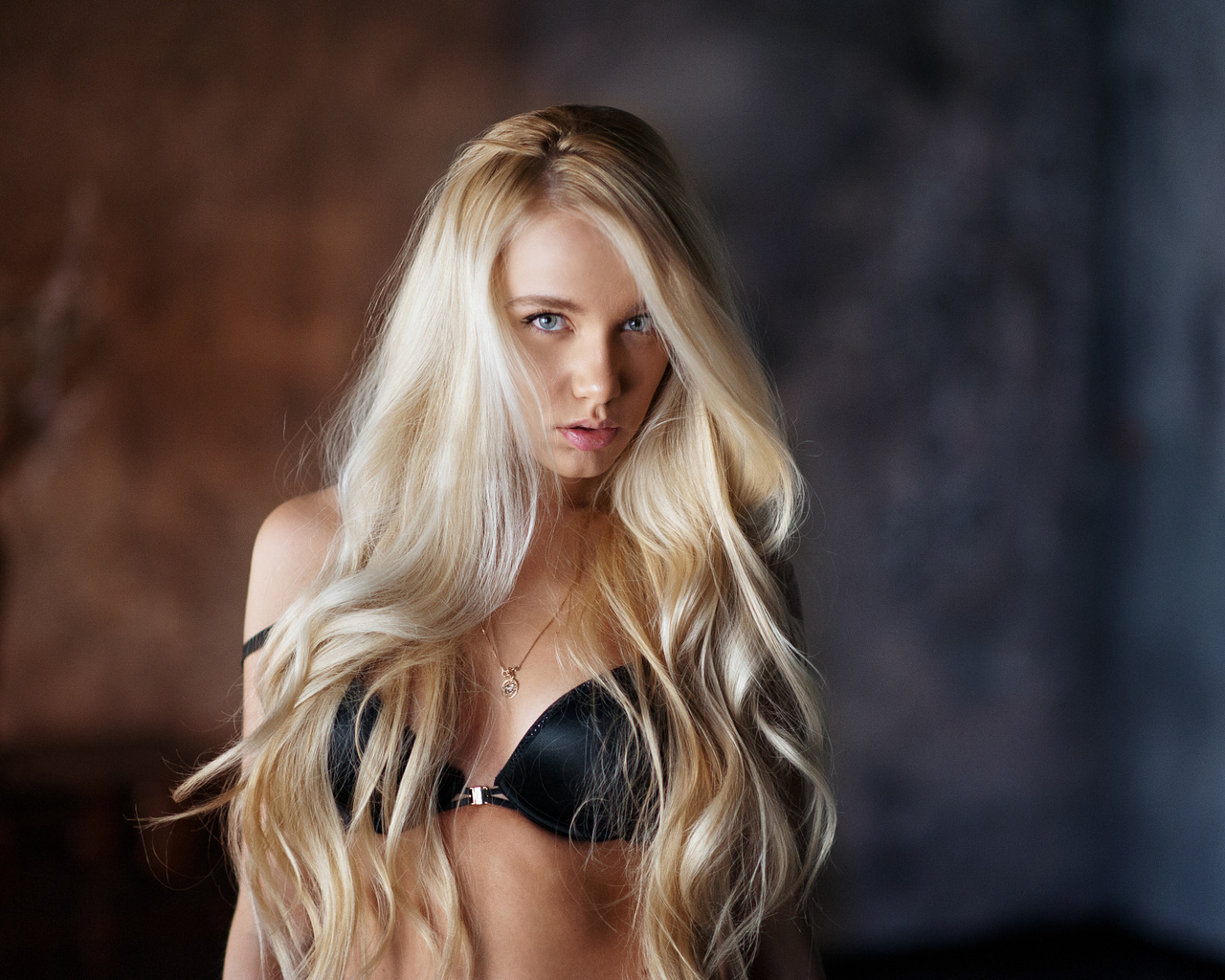 Девушка блонда 007 фото