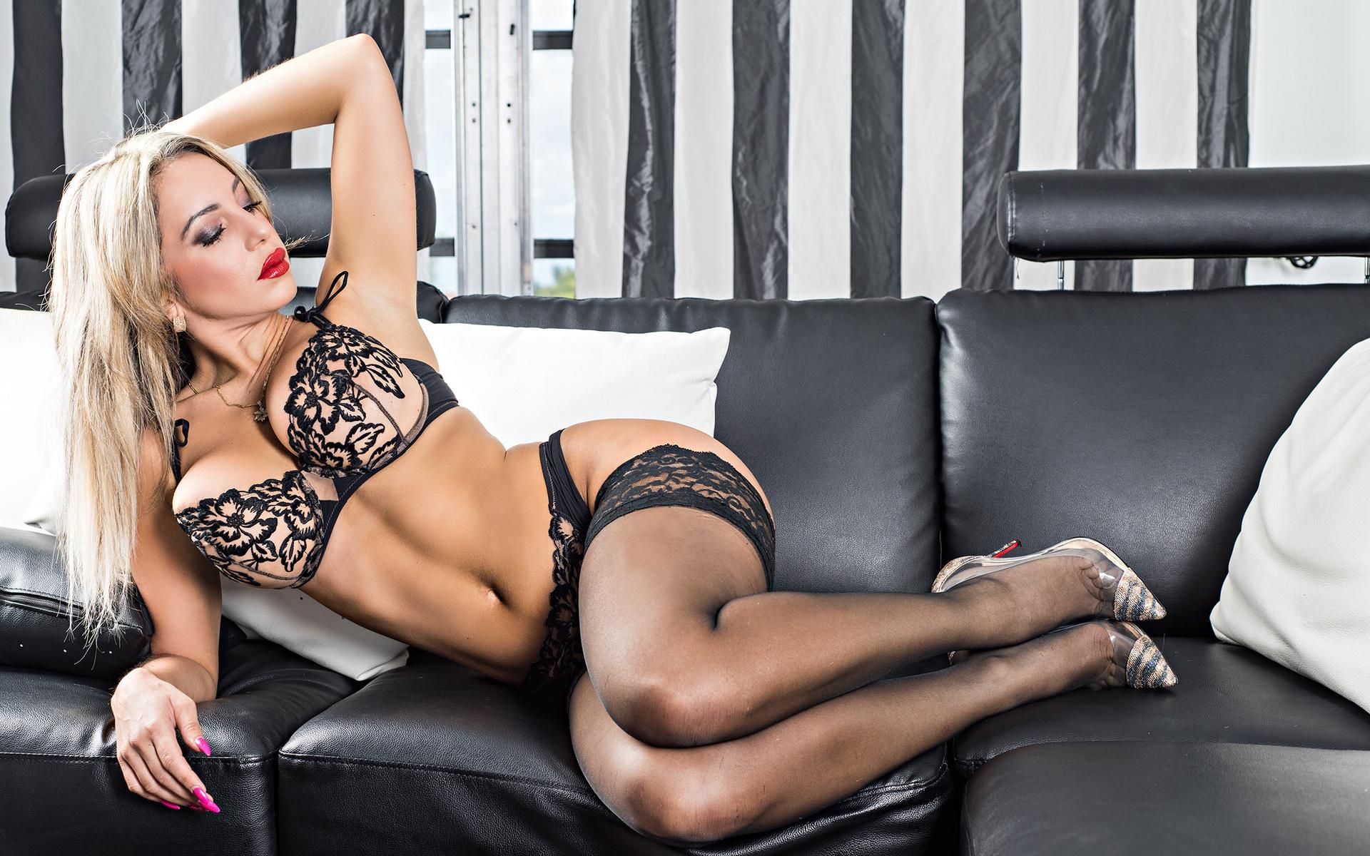 Порно онлайн блондинки на шпильках