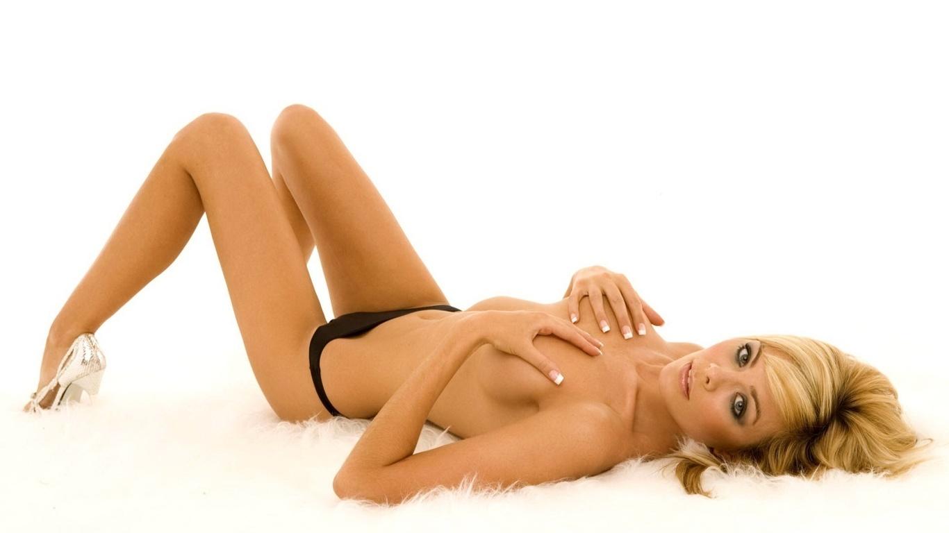eroticheskie-oboi-s-znamenitimi-devushkami-shirokoformatnie