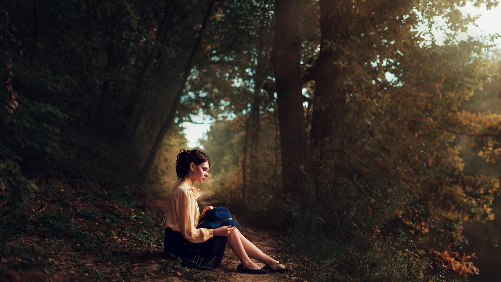 Фото девушек на тропинке