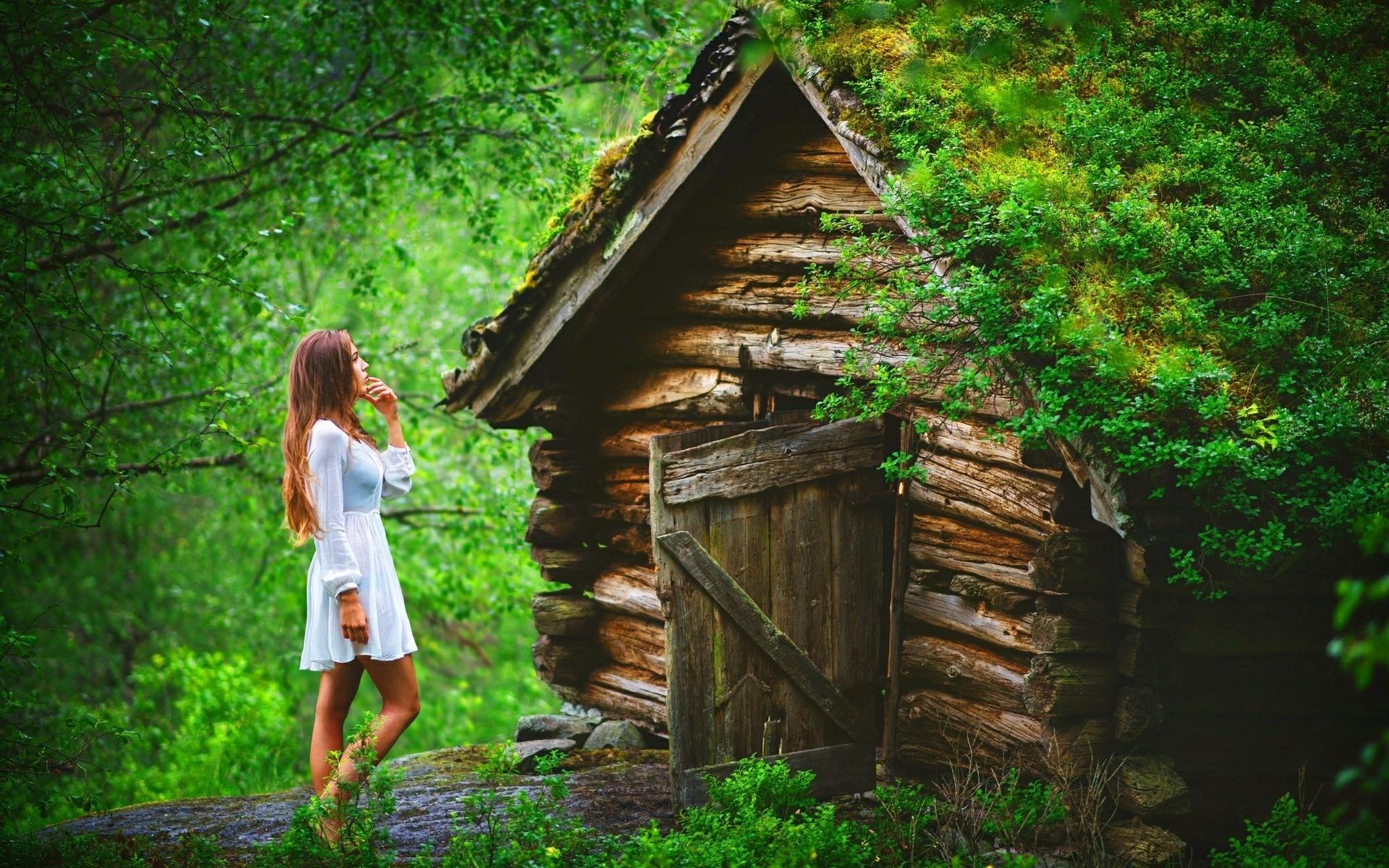 Фото девушки домового