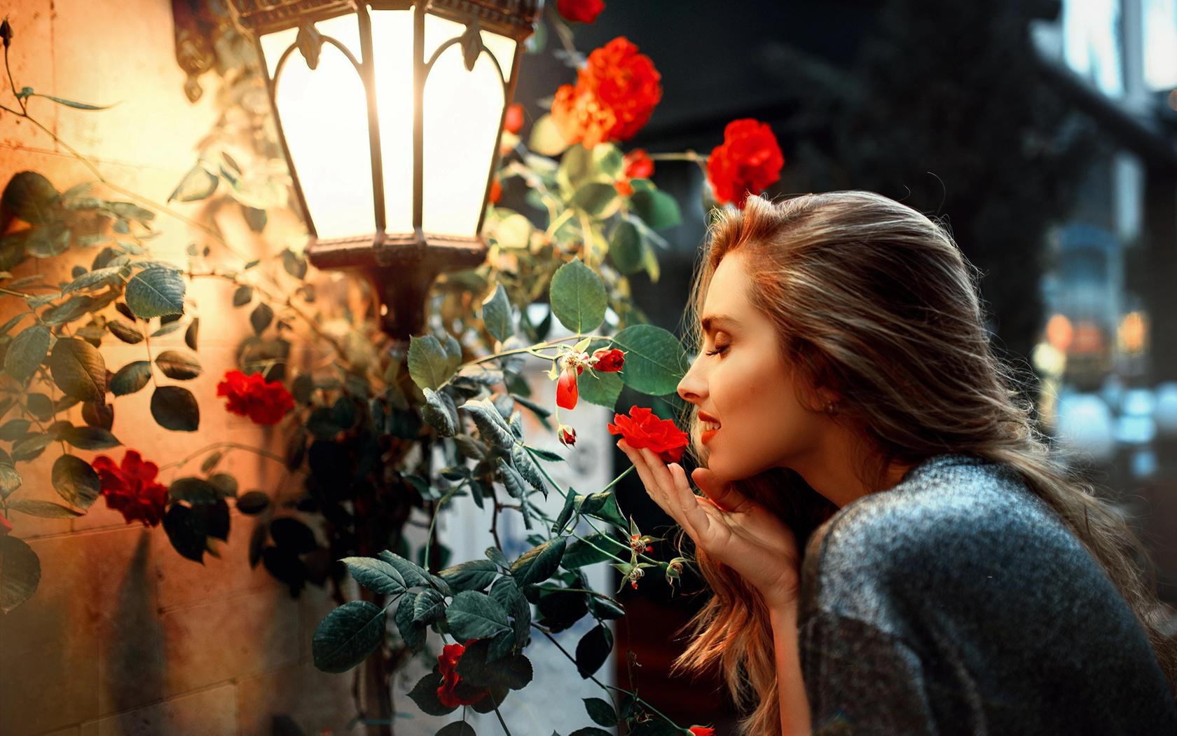 Фото девушек прикрытых цветами